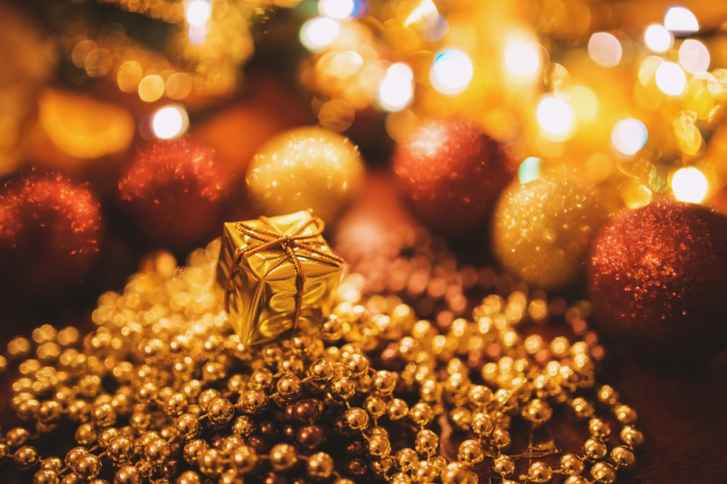 Tiny Gold Christmas Gift-ID9705-1280x853